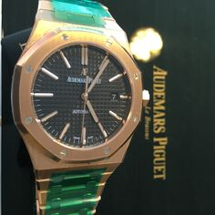 All the attention of full gold, with the understated style of the Royal Oak