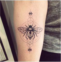 Violette Chabanon Bleu Noir - Tattoo Art Shop - Paris. Waaaaaaah *_* Je suis fan...