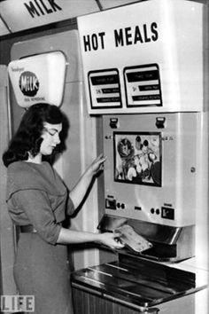 No more waiting around for those hot meals. Get them in an instant from a vending machine. Vintage Advertisements, Vintage Ads, Vintage Photos, Vintage Items, Vintage Food, Vintage Stuff, Antique Pictures, Retro Ads, Vintage Paper