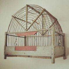 Photo: antik fågelbur, allt va så mycket vackrare förr :)