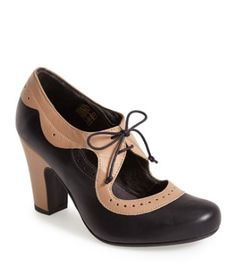 cute two tone pumps  http://rstyle.me/n/utbtspdpe