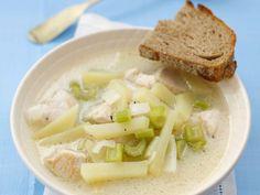 Hähnchensuppe mit Sellerie und Kartoffeln ist ein Rezept mit frischen Zutaten aus der Kategorie Hähnchen. Probieren Sie dieses und weitere Rezepte von EAT SMARTER!