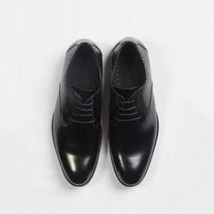 Our men's Black Oxford Shoes are a wardrobe essential! Genuine leather and perforated details make them perfect for weddings, the office, or a night out. Wedding Men, Wedding Suits, Gray Groomsmen Suits, Light Grey Suits, Grey Vest, Black Oxfords, Brown Shoe, Oxford Shoes, Dress Shoes