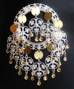 Mjoli Lovely Traditional Norwegian Solje by KAStrainKreations Norway In A Nutshell, Handmade Jewelry, Unique Jewelry, Handmade Gifts, Filigree Earrings, Beautiful Earrings, Beautiful Hands, Jewlery, Fancy