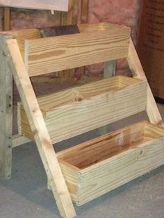 Pallet/wood/diy/projects/outdoor/ideas and beginner woodworking projects with hand tools. Wood Projects For Beginners, Small Wood Projects, Scrap Wood Projects, Diy Projects, Ana White, Pretty Things, Awesome Things, Tiered Planter, Woodworking Projects That Sell
