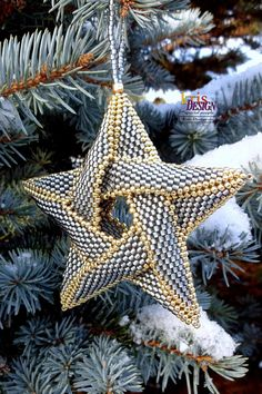 Make your own 5pointed peyote star to embellish your Christmas tree! This is an easy step-by-step photo tutorial that will help you to make this mesmerizing star for Christmas....as a present or decoration for your own home... or even more of them because it doesnt take very long to
