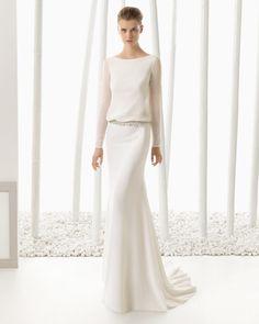 Mit Strass besetztes, besticktes Georgette-Kleid, naturfarben.