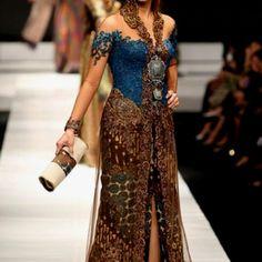 Gorgeous kebaya by Anna Avantie
