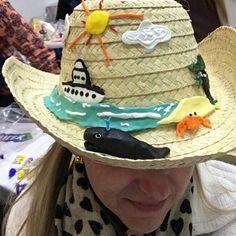 """Criando um chapéu com o tema """"estações do ano"""" .... Já estou com saudade do verão minha gente!!!!! #Materniarte #grupomamaesdesp (e o navio ....eu saio dele mas ele não sai de mim) #grupomamaesdesp #teacher #artsteacher #acrilex #exmarinheira"""