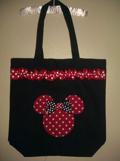 Artículos similares a Personalized Minnie Mouse Inspired Tote Bag Red Black and White (Customizable) en Etsy Disney Diy, Disney Crafts, Mickey Mouse Crafts, Minnie Mouse, Disney Tote Bags, Diy Sac, Jute Bags, Patchwork Bags, Denim Bag