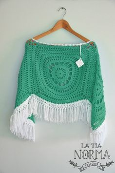 mdr granny squares a Crochet Crafts, Crochet Yarn, Knit Crochet, Poncho Shawl, Crochet Shawls And Wraps, Crochet Woman, Crochet Fashion, Beautiful Crochet, Crochet Clothes