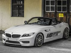 The Carbon Treatment MB Individual Cars is a German car styling company which has released a carbon treatment for BMW Z4. The carbon-fiber coating is implemented on a so-called Mineral White vehicle. Read more: http://www.netcarzone.com/bmw-z4-in-a-new-dress/#ixzz2o7mnHM2p