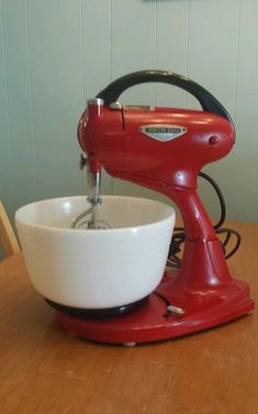Can be removed from base to use as a hand held mixer. Vintage Appliances, Vintage Kitchenware, Vintage Kitchen Decor, Vintage Glassware, Vintage Pyrex, Retro Vintage, Kitchen Stand Mixers, Kitchen Mixer, Old Kitchen
