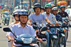 Transports au Vietnam. Moto à Saïgon.