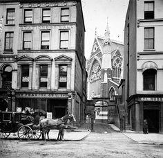 vintage everyday: Amazing Vintage Photos of Street Life of Ireland from the Century Ireland Vacation, Ireland Travel, Photos Du, Old Photos, Vintage Photographs, Vintage Photos, Victorian Street, Victorian Era, Irish Catholic