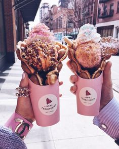 Ok this was ice cream heaven🍦Why don't we have something like that in Germany 🙄🍧the waffles are stil warm 😋 AdIAnzeige weil… Bubble Waffle, Good Food, Yummy Food, Cute Desserts, Milk Shakes, Food Goals, Cafe Food, Aesthetic Food, Food Cravings