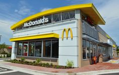 McDonald's announced today that it will soon transition to fresh beef in all store locations, but only for this one menu item. Healthy Mcdonalds, Foam Packaging, Paper Packaging, Plant Based Burgers, Employee Benefit, Fast Food Chains, Sale Store, Crispy Chicken, Restaurants