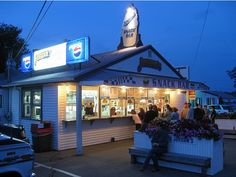 Jordan's Snack Bar Ellsworth Maine Best Lobster Rolls and onion rings  in the state.