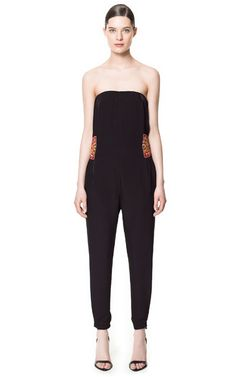 Latest Spring/Summer trends for women's jumpsuits at ZARA online. Find white, black, denim, floral, long and short sleeve rompers and jumpsuits for women. Strapless Jumpsuit, Jumpsuit Dress, Black Jumpsuit, Jumpsuit Pattern, Overall, Work Wardrobe, Playsuits, Everyday Outfits, Gowns