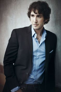 My BFF and I have seen him twice. Once was in the early part of his career and he played at a small venue. We knew then those days were over for him, His voice is amazing. Beautiful Voice, Beautiful Men, Beautiful People, Gorgeous Guys, Pretty Men, Hello Gorgeous, Beautiful Places, Josh Groban Broadway, Josh Gorban