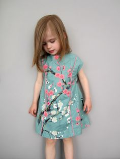 E Ruffle Top pattern: versie met paspel i. Frocks For Girls, Little Girl Dresses, Girls Dresses, Kids Frocks, Little Girl Fashion, Kids Fashion, Babies Fashion, Sewing Clothes, Diy Clothes