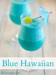 This sweet and fruity frozen cocktail is perfect to sip on while you laying out by the pool. Try this Blue Hawaiian Cocktail and it is sure to become your favorite frozen rum cocktail of the summer. Cocktails Blue Hawaiian Cocktail - Flour On My Face Blue Hawaiian Cocktail, Hawaiian Cocktails, Best Summer Cocktails, Frozen Cocktails, Frozen Alcoholic Drinks, Slushy Alcohol Drinks, Frozen Margarita Recipes, Frozen Drink Recipes, Alcoholic Shots