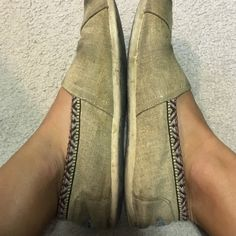 Embroidered burlap toms Embroidered burlap toms! Great fit and super comfy Shoes Sandals