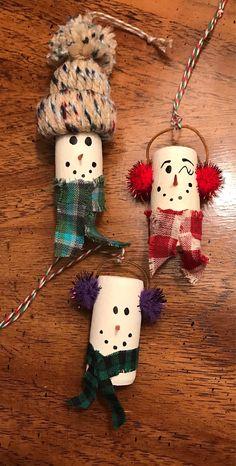 Wine Cork Ornaments, Wine Cork Crafts, Xmas Ornaments, Christmas Decorations, Holiday Decorating, Christmas Crafts For Adults, Handmade Christmas Gifts, Holiday Crafts, Christmas Fun