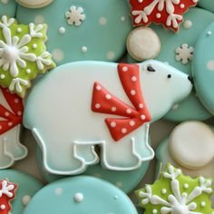 Sugar cookies, a little bit of royal icing plus some snowy inspiration. and you'll get cutest polar bear cookies around. Here's how to make 'em! If the cookies from this site don't stop looking totally amazing, I may have to try to duplicate. Bear Cookies, Fancy Cookies, Iced Cookies, Cute Cookies, Cupcake Cookies, Drop Cookies, Christmas Sugar Cookies, Holiday Cookies, Christmas Treats