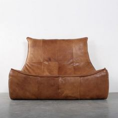 Rock / Rots Sofa by Gerard van den Berg for Montis informal sillon puff Cool Furniture, Modern Furniture, Furniture Design, Love Chair, Style Lounge, Take A Seat, Tan Leather, Leather Sofas, Kidsroom