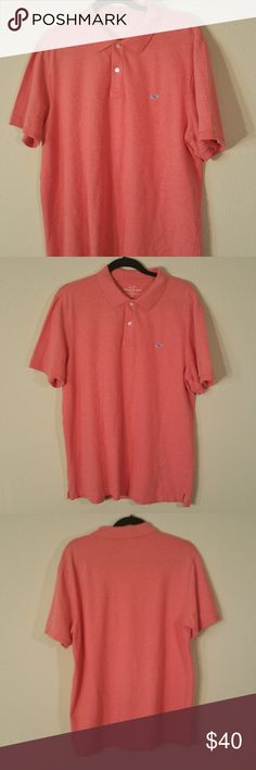 VINEYARD VINES Men's SLIM-FIT-   SIZE-LARGE In Excellent Condition  MEASUREMENTS:    LENGTH- 28 inches  (From middle top side of collar down to Frontside hem) -    PIT TO PIT- 23 inches (1/2 of Chest Measurement) Vineyard Vines Shirts Polos