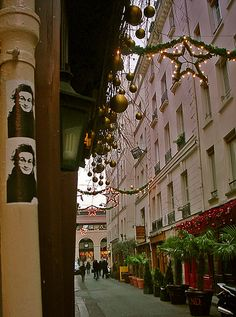 Décor de Noël, rue Guisarde - Getting in the mood in the quartier Latin