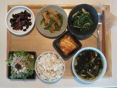 2012년 7월 27일 금요일 그때그때밥상입니다.   새송이 꽈리고추찜, 검은콩견과류조림, 시금치된장무침, 미역냉국, 상추치커리샐러드, 배추김치, 현미밥입니다~
