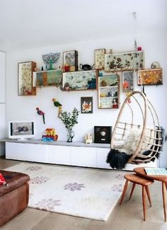 Eclectic white living room Using a mix of floral wallpapers, old drawers from salvaged furniture, have been given a new lease of life, mounted on the walls to create an eclectic display. The hanging chair adds a relaxed, vibe to the room. Simple Living Room, Eclectic Living Room, Living Room White, Modern Living, Box Shelves, Drawer Shelves, Wall Shelves, Wall Storage, Diy Shelving