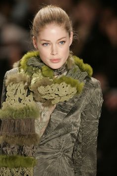 doutzen; funky moss scarf; it looks so beautiful, but if it's real fur i don't like it anymore...