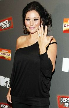 """JWoww shows off her sparkler from Roger Mathews while attending the """"Jersey Shore"""" Final Season Premiere on October 2012 in New York City. Celebrity Singers, Celebrity News, Celebrity Style, Celebrity Engagement Rings, Engagement Ring Prices, Jenni Farley, Snooki And Jwoww, Silver Wedding Bands, Jersey Girl"""