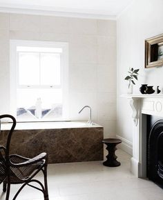 Here you have an original and gorgeous #GrisPulpis #marble use! Have you ever thought about designing a bath with it?
