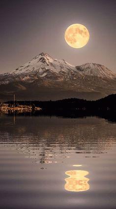 Beautiful moon reflection.