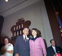 Oblivious: Vice President Lyndon Johnson smiles with First Lady Jackie Kennedy while Lady Bird Johnson looks on at the Texas Hotel breakfast, just hours before the November 1963 assassination of the president Les Kennedy, Jacqueline Kennedy Onassis, Jackie Kennedy, Jaqueline Kennedy, Kennedy Assassination, John Fitzgerald, Pink Suit, Presidents, History