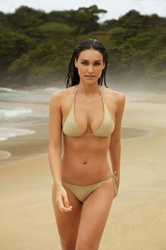 27 anos, 65 quilos e 1m78cm. Um mulherão sem cirurgia plástica, sem silicone. Tudo natural (Foto: Cliff Watts / GQ Brasil)