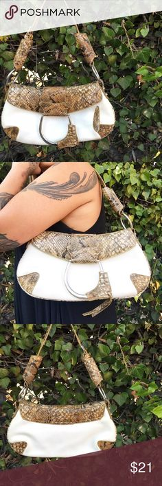 "Snakeskin & White handbag Cute Faux-snakeskin & white bag. Man-made material. Silver toned hardware. Never used 👍🏼 7"" tall / 13"" wide (I accept offers 🙂) No Brand Bags Shoulder Bags"
