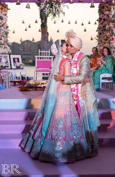 Desi Wedding Dresses, Wedding Bride, Wedding Ideas, Wedding Goals, Wedding Outfits, Saree Wedding, Wedding Pictures, Bride Groom Photos, Indian Bride And Groom