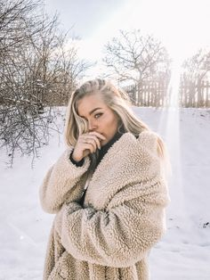 Winter is coming (Angelica Blick) – pictaaaaas - To Have a Nice Day Snow Photography, Photography Poses, Shotting Photo, Angelica Blick, Winter Instagram, Snow Outfit, Girl Photo Shoots, Winter Stil, Winter Pictures