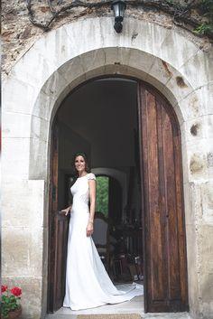 El vestido de Inma tenía un importante escote en la espalda que Alicia decoró con bordados, transparencias y abalorios. Foto, Yulia Ignatova.
