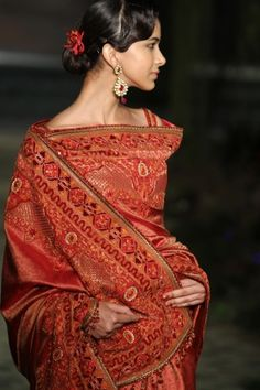 {Tarun Tahiliani} -India Bridal Fashion Week 2012- Dear lord, look at this exquisite embroidery!
