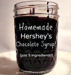 Easy homemade copycat Hershey's chocolate syrup! Tastes JUST LIKE the real thing but it's only 5 ingredients: water, sugar, cocoa powder. vanilla and a dash of salt! Drink Sleeves, Chocolate Syrup Recipes, Hershey Syrup, Hershey Chocolate, Dessert Recipes, Desserts, Food To Make, Candy, Canning