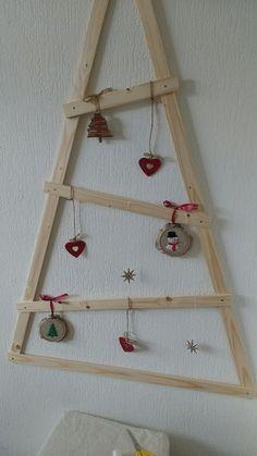 Snelle DIY voor een houten kerstboom om op te hangen