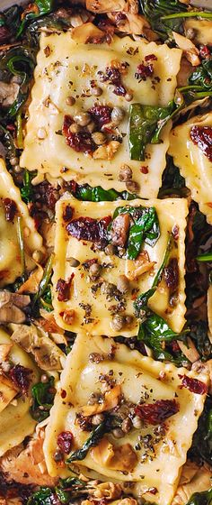 Italian Ravioli with Spinach, Artichokes, Capers, Sun-Dried Tomatoes - mediterranean food/ diet i was reccomended for! Pasta Recipes, Dinner Recipes, Cooking Recipes, Italian Dishes, Italian Recipes, Mediterranean Recipes, Mediterranean Style, Vegetarian Recipes, Healthy Recipes
