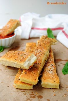 US Masala: Pizza Hut Style Breadsticks with Dipping Sauce ~ All Homemade