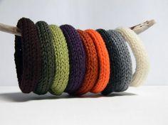 I-cord knitted bracelet Knitting Projects, Knitting Patterns, Crochet Patterns, Textile Jewelry, Fabric Jewelry, Spool Knitting, I Cord, Crochet Bracelet, Bijoux Diy